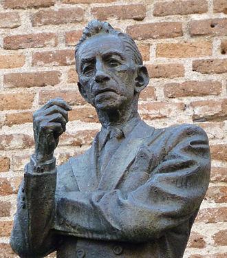 Agustín Lara - Statue of A. Lara in Madrid, by sculptor Humberto Peraza