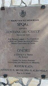 Targa apposta sulla Fontana dei Ciucci in località Tempa delle Guardie