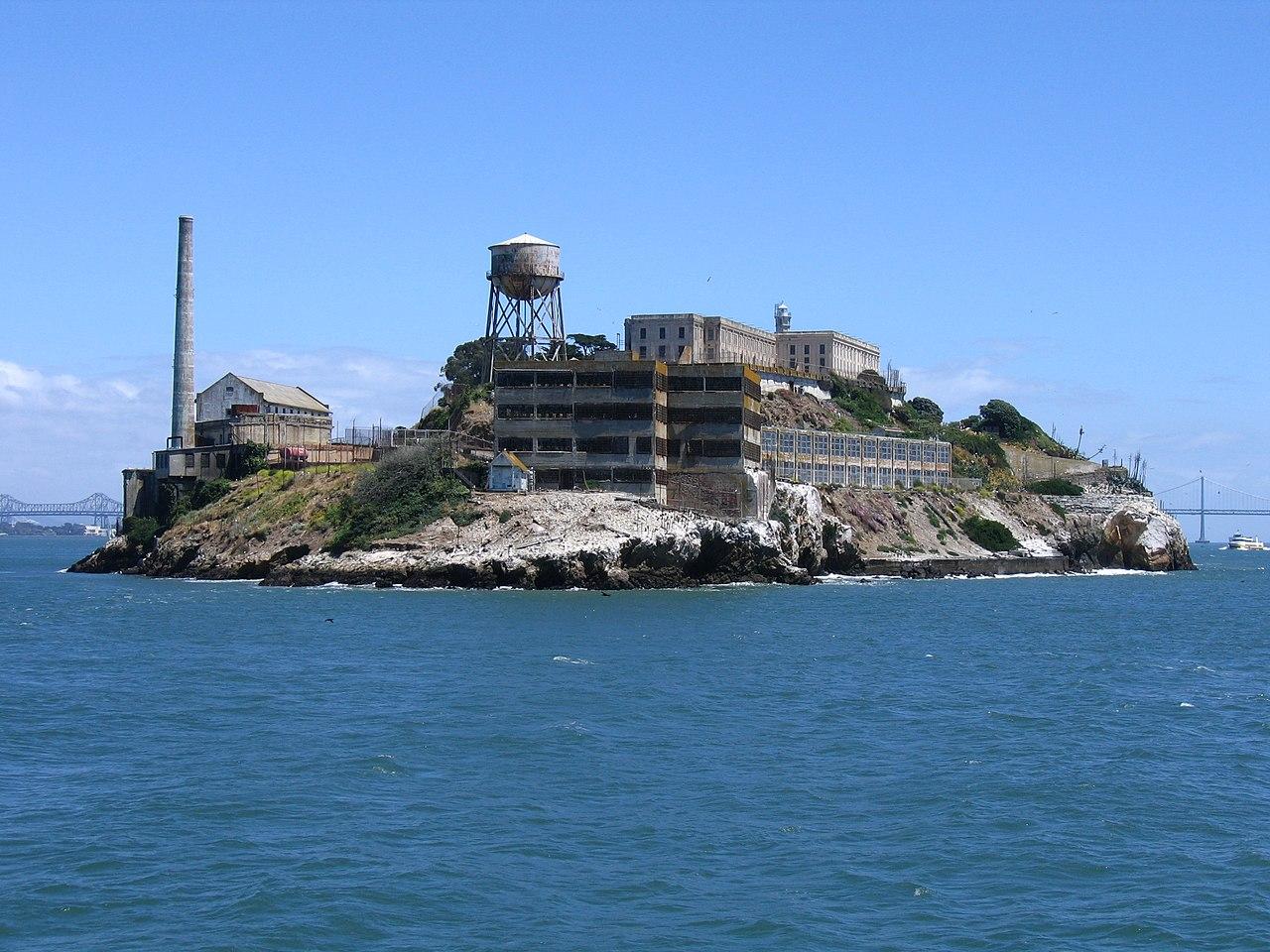 http://upload.wikimedia.org/wikipedia/commons/thumb/6/67/Alcatraz_Island.jpg/1280px-Alcatraz_Island.jpg