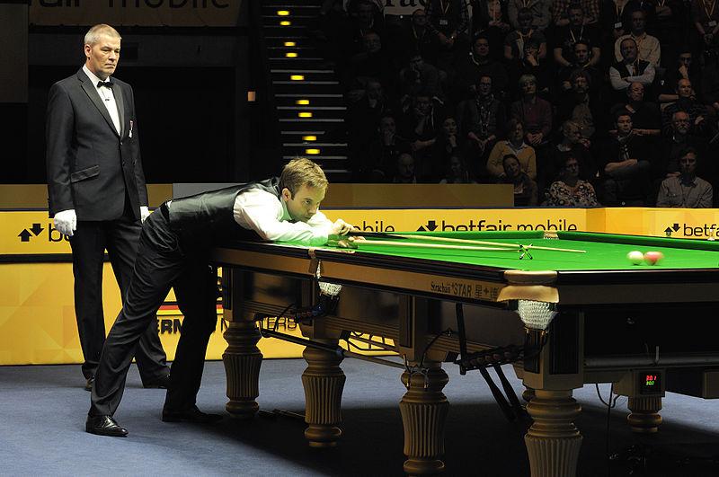File:Ali Carter and Jan Verhaas at Snooker German Masters (DerHexer) 2013-02-02 04.jpg