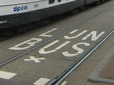 Amsterdamse tram - De Red Crosser - from Flickr 2838709455 cropped lijnbus