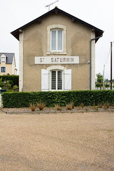 Français:  Gare de Saint-Saturnin-du-Limet sur l'ancienne ligne de Laval à Pouancé.