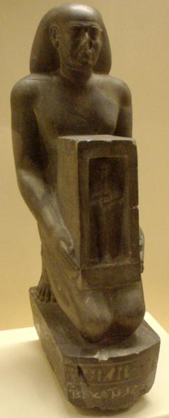 Archivo:AncientEgyptianStatuette-RoyalScribeBokennenife-ROM.png