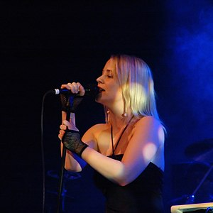 Annie (singer) - Annie performing at BIT Teatergarasjen for Bergenfest in May 2005