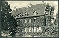 Anonymer Fotograf PC Hannover, Posthof, Cellerstraße 3. Bildseite Park Gartenansicht der Villa der Familie von Hinüber mit drei Damen in den Fenstern.jpg