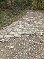 Antico lastricato che conduce al monte Corneta - panoramio.jpg