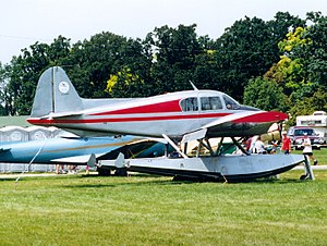 Piper PA-23 - Apache on amphibious floats