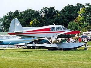 Piper PA-23 - Apache on amphibious floats