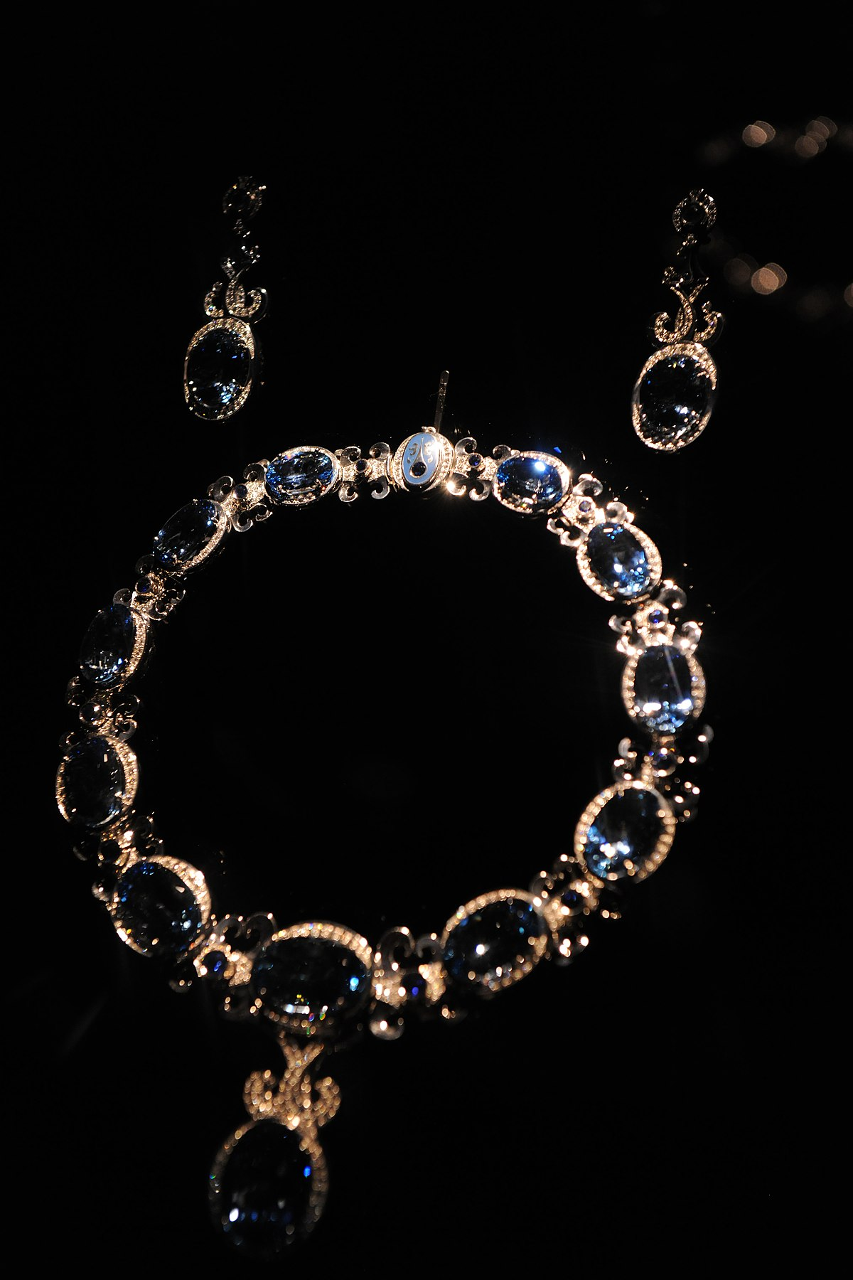 File:Aquamarine, BLue Sapphire, and Diamond Necklace and ...