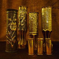 Artisanat de tranchée, douilles d'obus guerre 1914-1918.jpg