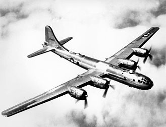 La superforteresse Boeing B-29, avion bombardier de l'US Air Force durant la Seconde Guerre mondiale. (définition réelle 1 566 × 1 200*)