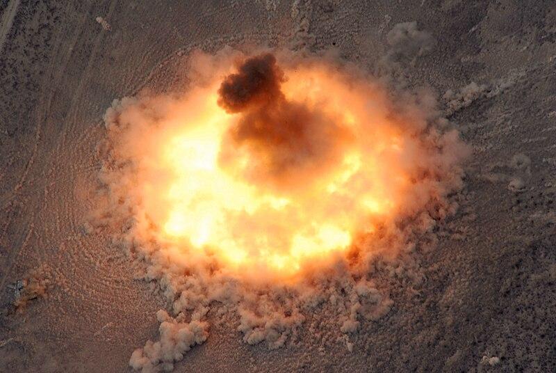 شاااااااااامل وحصري .. جميع صواريخ وقنابل السلاح الجوي المصري  - صفحة 5 800px-BLU-82_Daisy_Cutter_Fireball