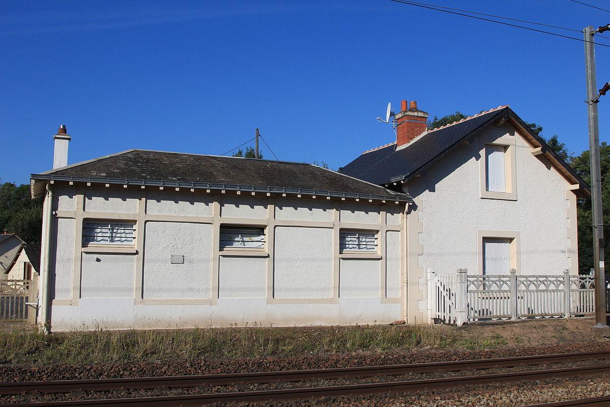 Gare de saint cl ment des lev es wikip dia for Garage de la gare bretigny
