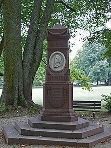 Hölderlin-Denkmal im Bad Homburger Kurpark (Quelle: Wikimedia)