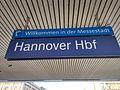 Bahnhofsschild Hannover Hbf 150417.jpg