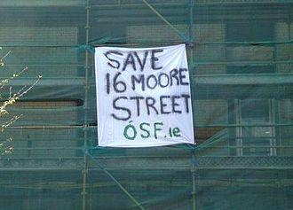 Ógra Shinn Féin - An Ógra Shinn Féin banner drop on O'Connell Street in April 2009, as part of the Save 16 Moore Street campaign