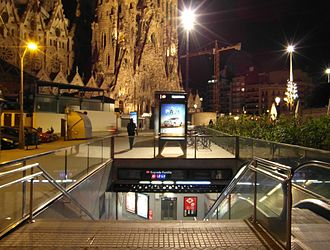 Sagrada Família (Barcelona Metro) - Image: Barcelona Estació de Sagrada Família (7495816896)