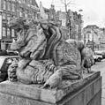 Beeld van een leeuw, links naast de ingang van het hoofdgebouw van Artis - Amsterdam - 20280996 - RCE.jpg