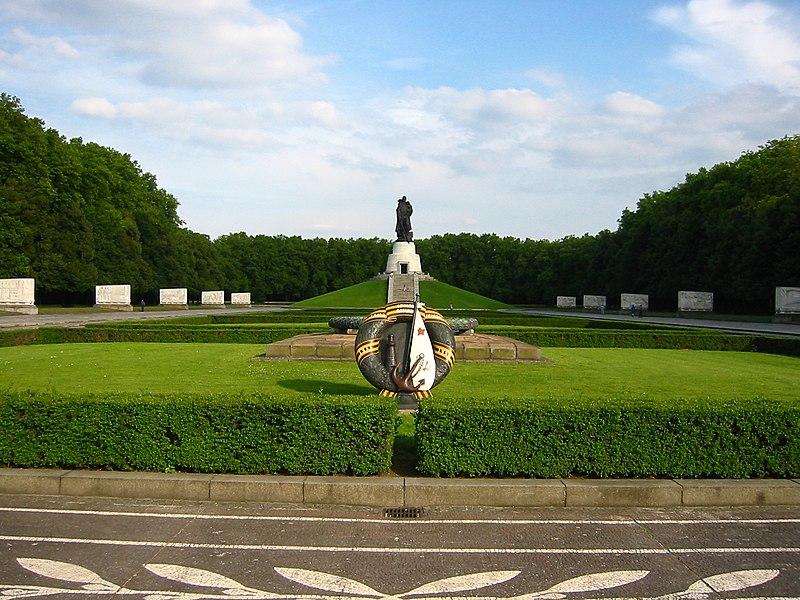 http://upload.wikimedia.org/wikipedia/commons/thumb/6/67/Berlin_Treptow_Ehrenmal_02.jpg/800px-Berlin_Treptow_Ehrenmal_02.jpg