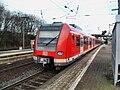 Bischofsheimer (Mainspitze) Bahnhof- auf Bahnsteig zu Gleis 2- Richtung Frankfurt am Main (S-Bahn Rhein-Main 423 304-5) 29.3.2009.JPG