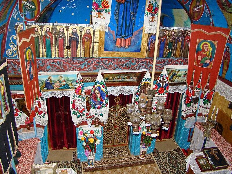 File:Biserica de lemn din Peteritea (9).JPG