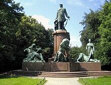 Statue de Bismarck se tenant debout au mémorial national Bismarck à Berlin
