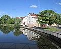 """Blick von der """"Tränenbrücke"""" über die Werra zu den alten Lagerhäusern an der Torwiese - Eschwege - panoramio.jpg"""
