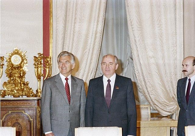 Filebob Hawke Moscow Meeting With Gorbachev In 1988jpg