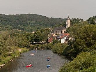 Bollendorf - Image: Bollendorf, de Sauer met die katholische Pfarrkirche Sankt Michael Dm foto 5 2014 06 09 10.45