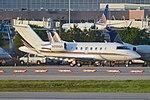 Bombardier Challenger 650 'N206QS' (40618534732).jpg