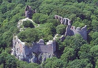 Pajštún Castle - Image: Borostyankocivertanl egi 3