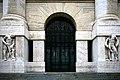 Borsa di Milano Ingresso del Palazzo Mezzanotte.jpg