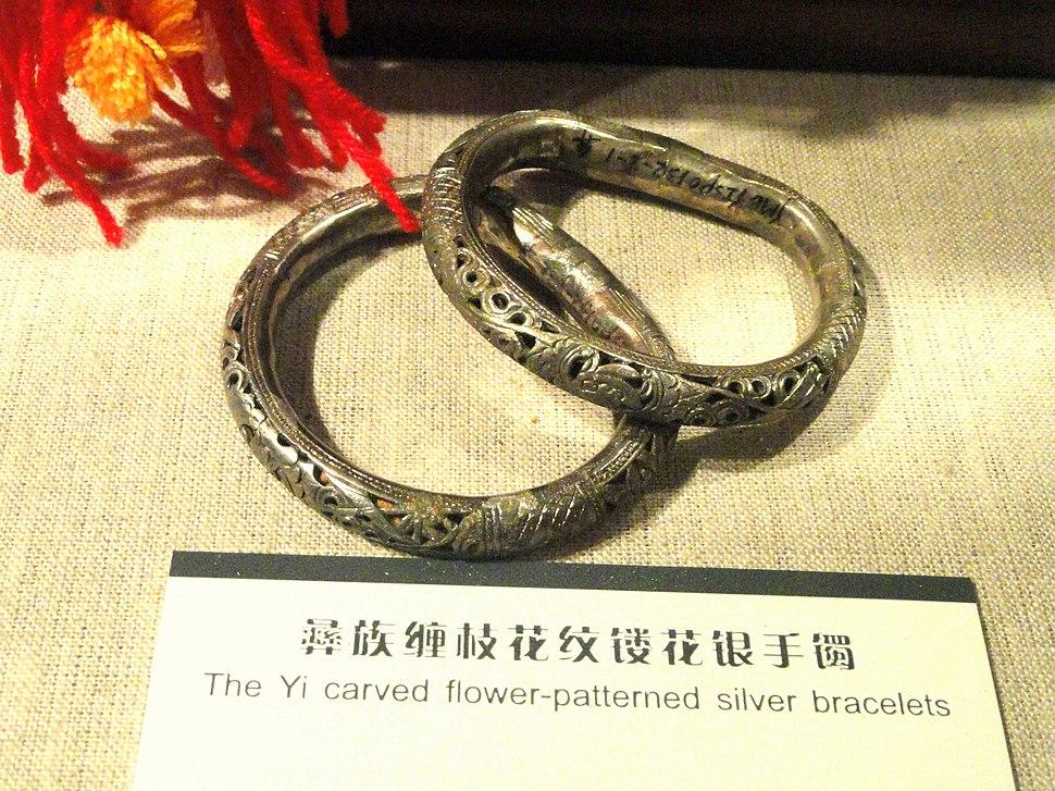 Bracelet - Yunnan Nationalities Museum - DSC04193.JPG
