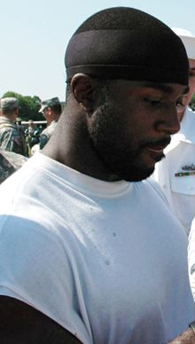 Description de l'image  Brian-Westbrook-2008-Camp-Military-Appreciation.jpg.