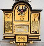 Briefkasten aus der Zeit um 1870 am Hotel Post in Villach, Kärnten.jpg
