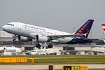 Brussels Airlines A319 OO-SSI (27428338092).jpg