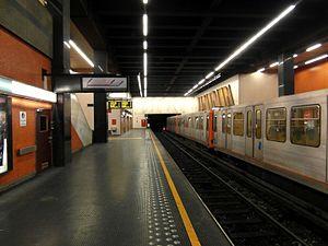 Simonis metro station - Image: Bruxelles Brussel Metro Simonis Elisabeth (12160072383)