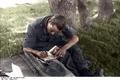 Bundesarchiv Bild 101I-695-0410-05A, Warschauer Aufstand, schreibender Soldat Recolored.png