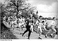 Bundesarchiv Bild 183-1989-0423-003, Schwerin, XXV. Sachsenhausen-Gedenklauf, Läuferfeld.jpg