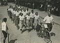 Burgerdeelnemers passeren Wijchen tijdens de 23e Vierdaagse. – F40391 – KNBLO.jpg