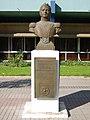 Busto de Bernardo O'Higgins afuera de la Intendencia - panoramio.jpg