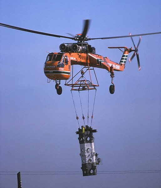 File:CN Tower30 construction skycrane March 1975 04d.jpg
