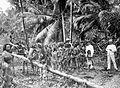 COLLECTIE TROPENMUSEUM Een politieke vergadering van Mentawai en Europeanen in een kampong TMnr 10001851.jpg