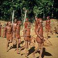 COLLECTIE TROPENMUSEUM Masai krijgers tijdens een dans TMnr 20038844.jpg