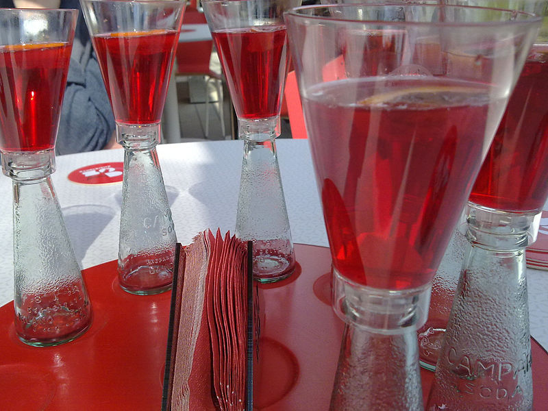 File:Campari Soda (new glass).jpg