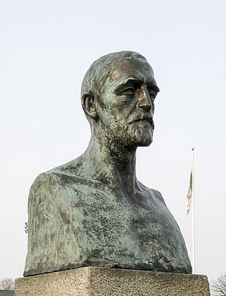 Malmö IP - This bust of Carl Frick, the chairman of AB Malmö Idrottsplats, is today outside Malmö IP