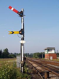 Salah satu bentuk sinyal semaphore kereta api