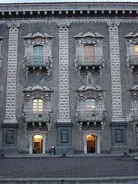 Facciata dell'ex monastero dei Benedettini, che ospita due facoltà dell'Università di Catania.