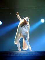 "Aguilera interpretando ""Ain't No Other Man"" na turnê em 2006.[89]"