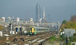 Clapham Junction railway station MMB 31 377403.jpg